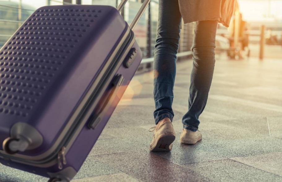 Personne avec valise