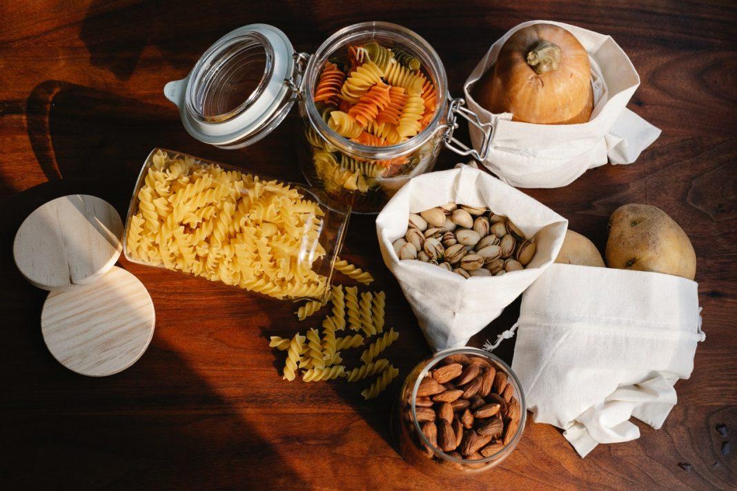 produits alimentaires biologiques en vrac dans bocaux zero dechet